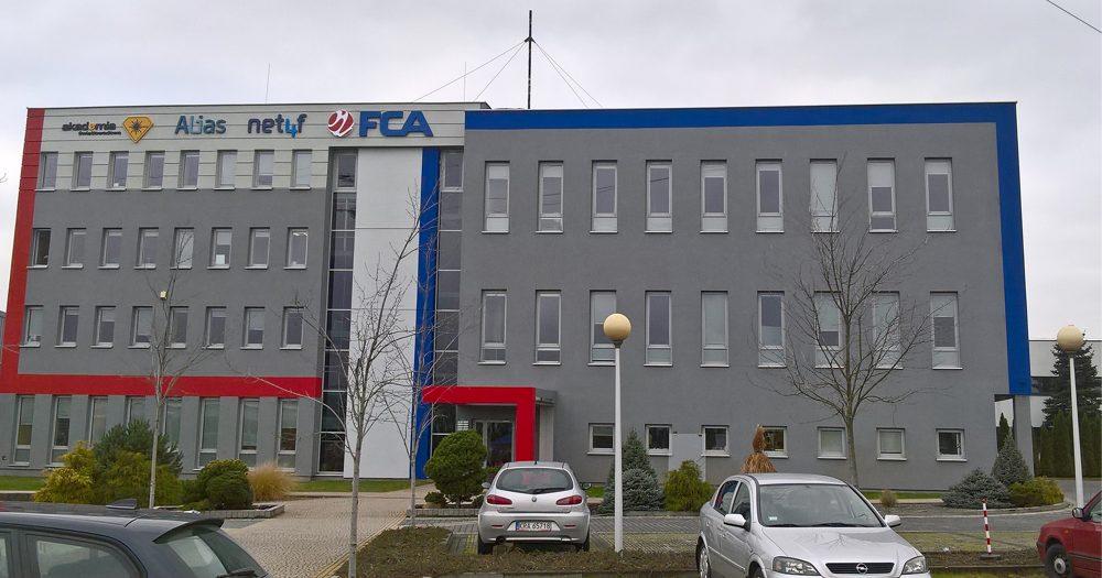 FCA – Restylizacja fasady siedziby (projekt iwykonanie)